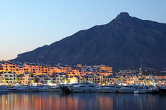 Puerto Banus en la oscuridad, España Imagen de archivo
