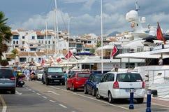 Puerto Banus et grands yachts Image stock