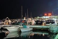 Puerto Banus marina przy nocą obraz stock