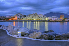 Puerto Banus 's nachts, Costa del Sol, Spanje stock afbeeldingen