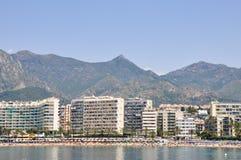 PUERTO BANUS, SPANIEN panorama av Puerto Banus, Marbella, Spanien arkivbilder