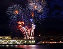 Puerto blanco azul rojo de Vancouver de los fuegos artificiales A.C. Foto de archivo libre de regalías