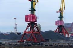 Puerto, cargamento, grúas, carbón, carro, terminal del cargo Foto de archivo