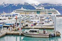 Puerto colorido del bote pequeño de Alaska Seward Imágenes de archivo libres de regalías