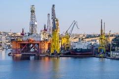 Puerto comercial de La Valeta con las grúas Imagenes de archivo