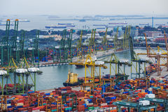 Puerto comercial de Singapur, es uno de la importación más ocupada, E Imágenes de archivo libres de regalías