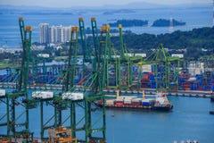 Puerto comercial de Singapur, es uno de la importación más ocupada, E Fotos de archivo