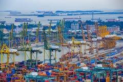 Puerto comercial de Singapur, es uno de la importación más ocupada, E Fotografía de archivo