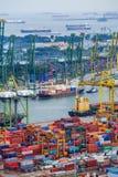 Puerto comercial de Singapur, es uno de la importación más ocupada, E Imagen de archivo libre de regalías