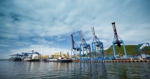 Puerto comercial Vladivostok Fotos de archivo libres de regalías