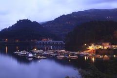 Puerto con los barcos en Geres Fotografía de archivo