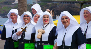 PUERTO DE ЛА CRUZ, ИСПАНИЯ - 16-ое февраля: участники подготовляют и Стоковые Фотографии RF