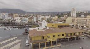 PUERTO DE ЛА CRUZ, ТЕНЕРИФЕ - СЕНТЯБРЬ 2016: Воздушный вид на город Стоковое фото RF