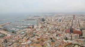 Puerto de Alicante con opiniones del mar almacen de video