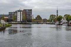 Puerto de Alkmaar que entra en la Holanda holandesa foto de archivo