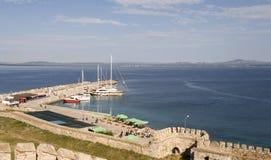 Puerto de Bozcaada y fortaleza de Tenedos Imagenes de archivo