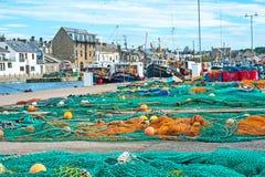 Puerto de Burghead con los barcos de pesca Imágenes de archivo libres de regalías