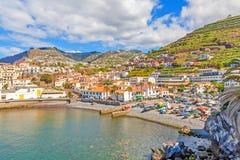 Puerto de Camara de Lobos, Madeira con los barcos de pesca Foto de archivo libre de regalías