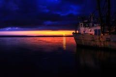 Puerto de Cienfuegos en la noche Imágenes de archivo libres de regalías