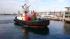 Puerto de Ciudad del Cabo del barco del tirón imágenes de archivo libres de regalías
