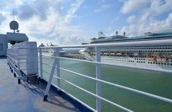 Puerto de Civitavecchia por Roma, Italia Barcos de cruceros en el mar Fotografía de archivo libre de regalías