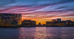 Puerto de Copenhague en la puesta del sol foto de archivo
