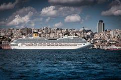 Puerto de Costa Pacifica Cruise Ship On Istanbul Imagen de archivo