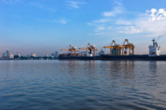 Puerto de envío Foto de archivo libre de regalías