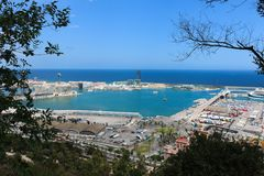 Puerto de envío en Barcelona, España Fotos de archivo libres de regalías