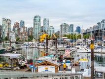 Puerto de False Creek y vista de Vancouver céntrica Fotografía de archivo