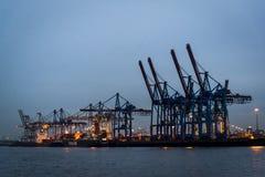 Puerto de Hamburgo en el río Elba, Hamburgo, Alemania foto de archivo libre de regalías