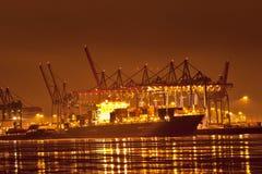 Puerto de Hamburgo en la noche Fotos de archivo