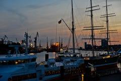 Puerto de Hamburgo en la noche Fotografía de archivo libre de regalías