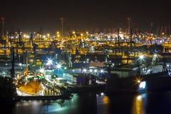 Puerto de Hamburgo en la noche desde arriba Foto de archivo libre de regalías