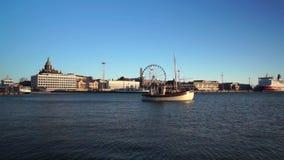 Puerto de Helsinki del tiempo del día metrajes