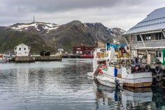 Puerto de Honningsvag en el marco finlandés, Noruega Imagenes de archivo