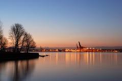 Puerto de la ciudad de Vancouver antes de la salida del sol Foto de archivo libre de regalías