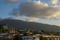 Puerto de la Cruz e Teide foto de stock royalty free