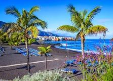 Puerto de la Cruz, Tenerife, Canarische Eilanden, Spanje: Beroemd strand Playa Jardin met zwart zand stock afbeelding