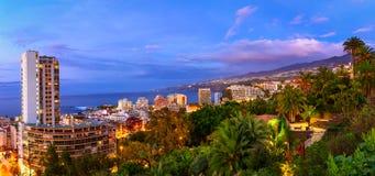 Puerto De La Cruz, Tenerife, wyspy kanaryjska, Hiszpania: Widok nad th obraz stock