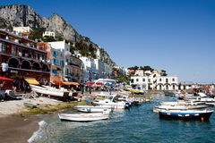 Puerto de la isla turística famosa de Capri del lugar Fotografía de archivo libre de regalías