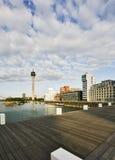 Puerto de los media de Düsseldorf y torre del Rin Fotos de archivo libres de regalías