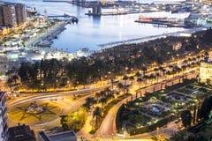 Puerto de Málaga de Gibralfaro en la oscuridad Imagen de archivo