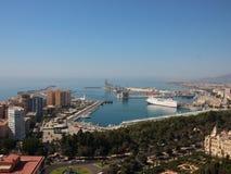 Puerto de Málaga España con Misty Horizon Fotos de archivo