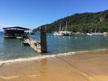 Puerto de madera en Ilha grande Fotos de archivo libres de regalías
