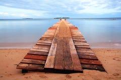 Puerto de madera en la playa de Noume Imagen de archivo