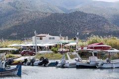 Puerto de Malia y restaurante de los pescados, Creta, Grecia Imágenes de archivo libres de regalías