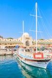 Puerto de Mandraki y nuevo mercado Isla de Rodas Grecia Imagenes de archivo
