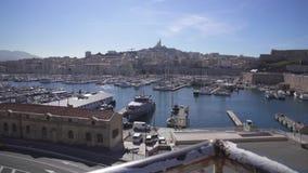 Puerto de Marsella Vieux y la Garde 4K video de Notre Dame de metrajes