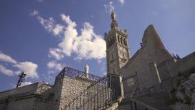 Puerto de Marsella Vieux y la Garde 4K video de Notre Dame de almacen de metraje de vídeo